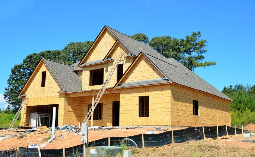 Zgodnie z aktualnymi regulaminami nowo stawiane domy muszą być energooszczędne.